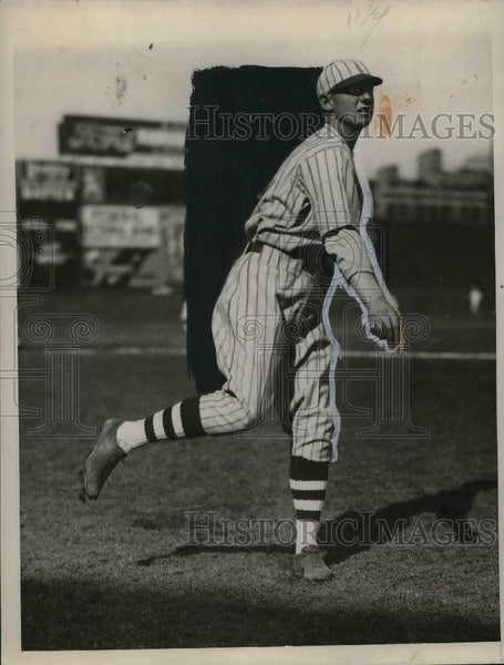 1928 Press Photo Lawrence Benton, Cinn. Reds pitcher at spring training - Historic Images