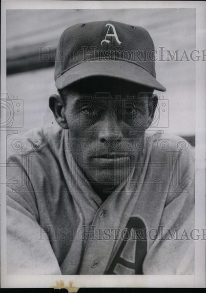 1935 Press Photo LeRoy Mahaffey Pitcher Philadelphia Athletics Spring Training - Historic Images
