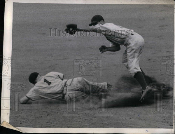1944 Press Photo Whitney Kurowski of Cardinals slide safe with Bobby Bragan. - Historic Images