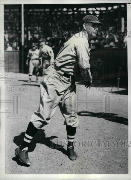 1935 Press Photo Leo Magnum, Braves hurler during training session w/ Boston - Historic Images