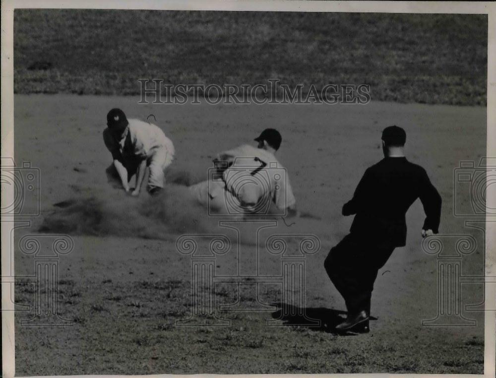 1945 Press Photo Phillies Vince DiMaggio slides safe over Giants George Haugmann - Historic Images