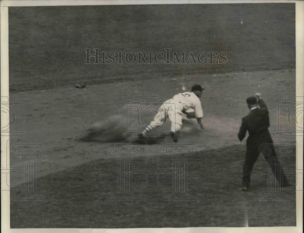 1935 Press Photo Dick Bartell of Giants C - nea07128 - Historic Images