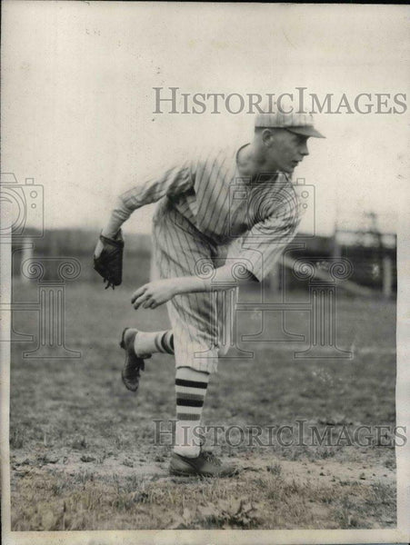 1928 Press Photo New York Giants Rookie Pitcher Bill Walker - nea08318 - Historic Images