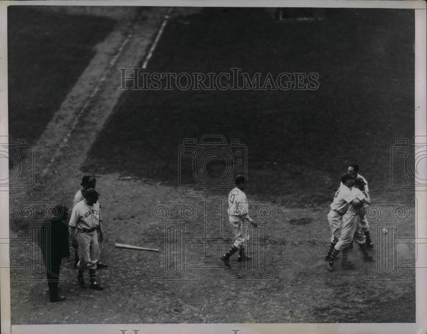 1936 Press Photo New York Giants Outfielder Jimmy Pipple - nea12446 - Historic Images