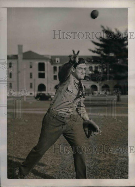 1941 Press Photo Joe Walsh, pitcher for Boston Red Sox - nea08059 - Historic Images