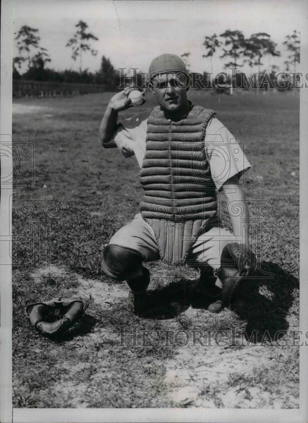 1934 Press Photo Philadelphia Athletics Catcher Edward Madjeski During Training - Historic Images