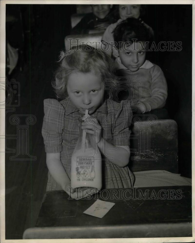 1941 Press Photo Safe Glass of Milk Bottles drink by Little Janet Burgoyne. - Historic Images