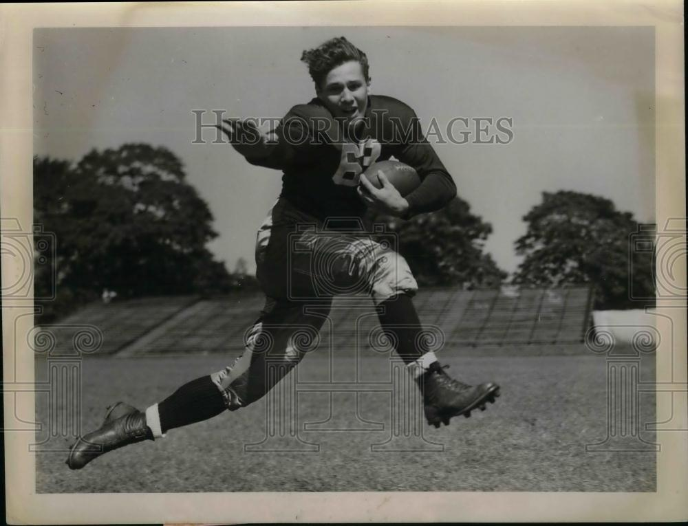 1939 Press Photo a player running drills during practice. - nea13163 - Historic Images