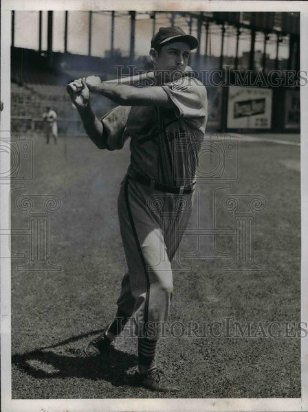 1943 Press Photo Harry Walker of St Louis Cardinals - nea08066 - Historic Images