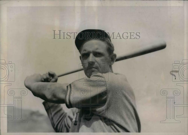 1937 Press Photo Cubs Outfielder George Stainback At Training Camp - nea10679 - Historic Images