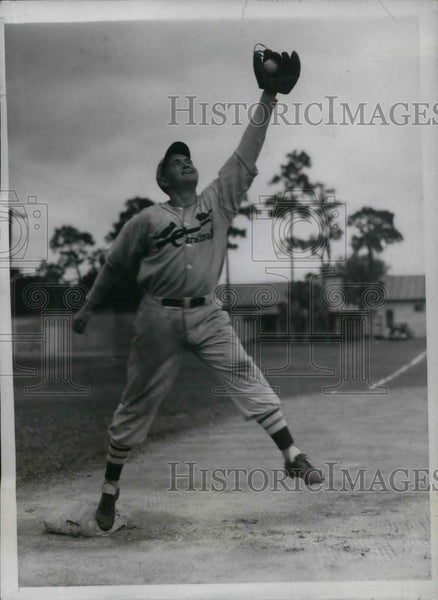 1934 Press Photo Infielder Lewis H. Ridge during practice session of the - Historic Images