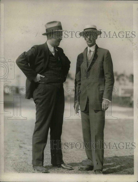 1928 Press Photo Laufersweiler Stands With Connie Mack - nea06993 - Historic Images