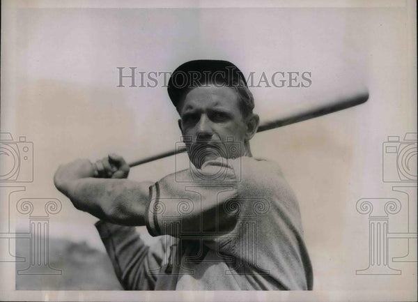 "1937 Press Photo Chicago Cubs outfielder George ""Tuck"" Stainback - nea07525 - Historic Images"