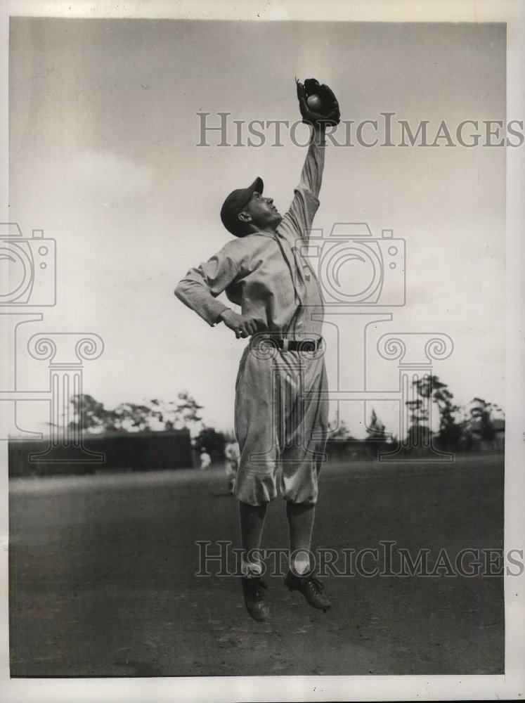 1934 Press Photo Athletics Infielder Harold Warsler Catches Ball At Training - Historic Images