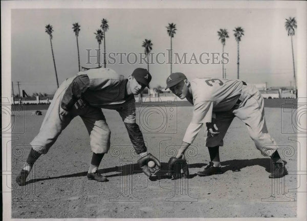 1940 Press Photo Athletics Rookie Infielders William Lullabe And Albert Rubeling - Historic Images