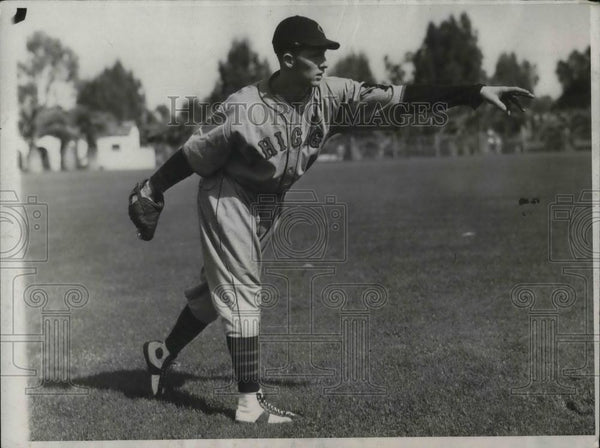 1932 Press Photo Roger Hornby, Infielder of Chicago Cubs at training Camp. - Historic Images