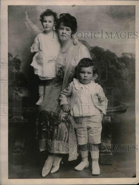 1921 Press Photo Helen Elwood Stokes Poses With Her Children - nea11305 - Historic Images