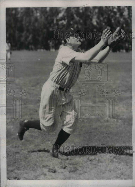 1936 Press Photo Alvin Powell of Yankees at Huggins Field during Training. - Historic Images