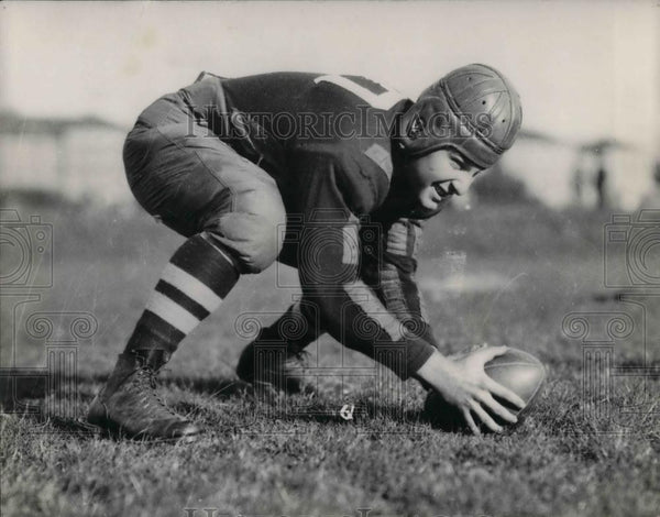 1928 Press Photo Dayton University College Football Player H.Schear On Field - Historic Images