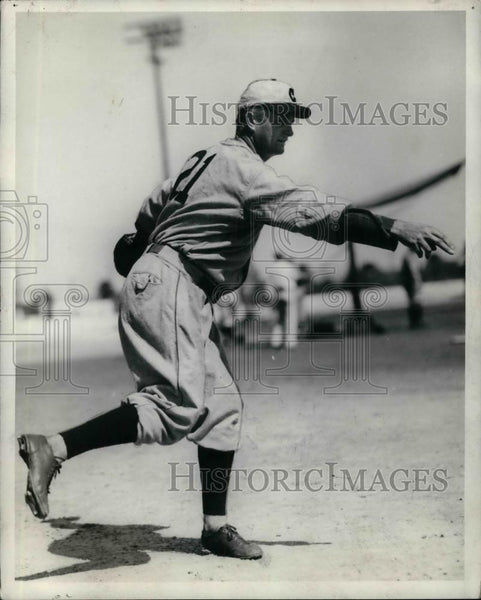 1934 Press Photo Profile of Jim Lindesy Chicago Cubs player in action - Historic Images