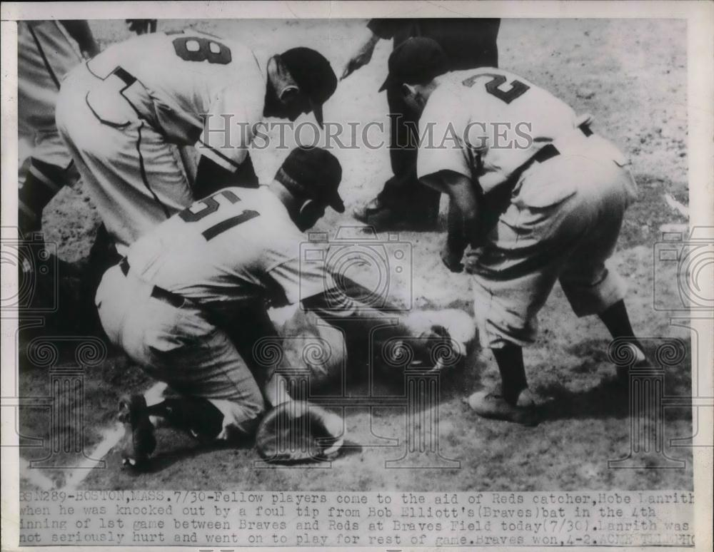 1950 Press Photo Reds' catcher Hobe Lanrith knocked out during Braves game - Historic Images