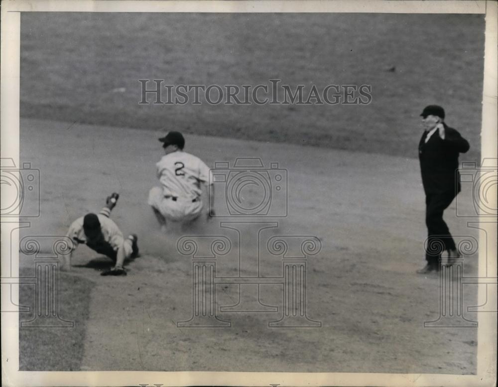 1944 Press Photo Yankee George Stirnweiss vs Red Sox Ed Lake - nea16923 - Historic Images