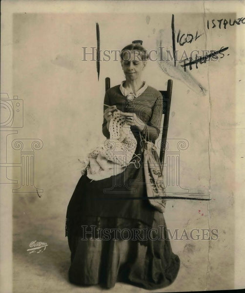 1917 Press Photo Speed champion Knitter Virginia Vivian Ogdeu - nea23970 - Historic Images