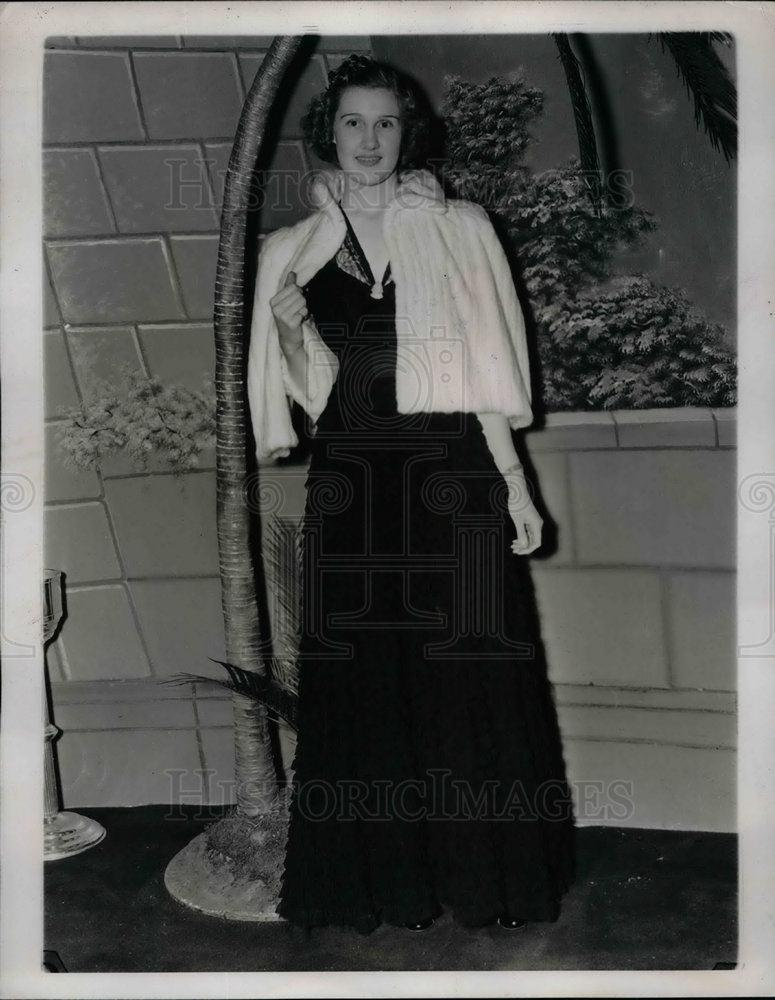 1938 Press Photo Nancy Ewing Chiffon and lace Dinner Dress - nea21471 - Historic Images