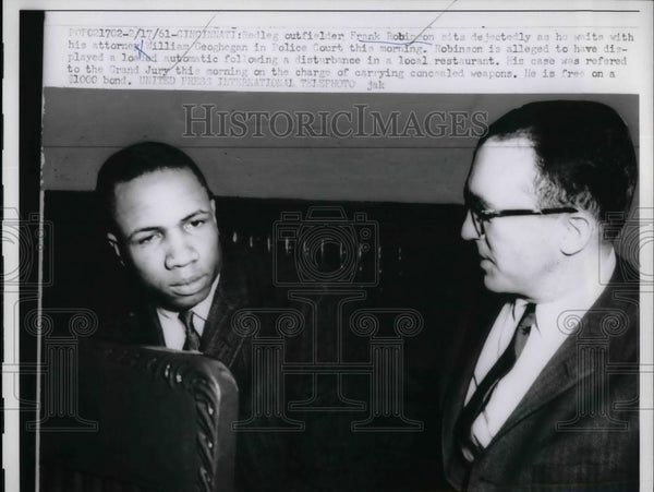 1961 Press Photo Cincinnati Reds Frank Robinson with and Atty. William Geoghega - Historic Images