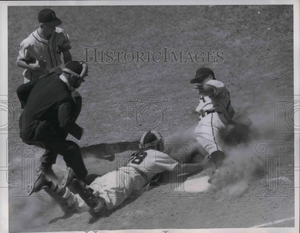1952 Press Photo A's Elmer Valo vs Sox Phil Masi - nea24254 - Historic Images
