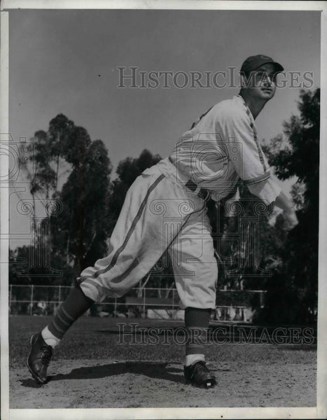 1940 Press Photo Juliio Bonetti Chicago Cubs Throwing ball - nea19083 - Historic Images