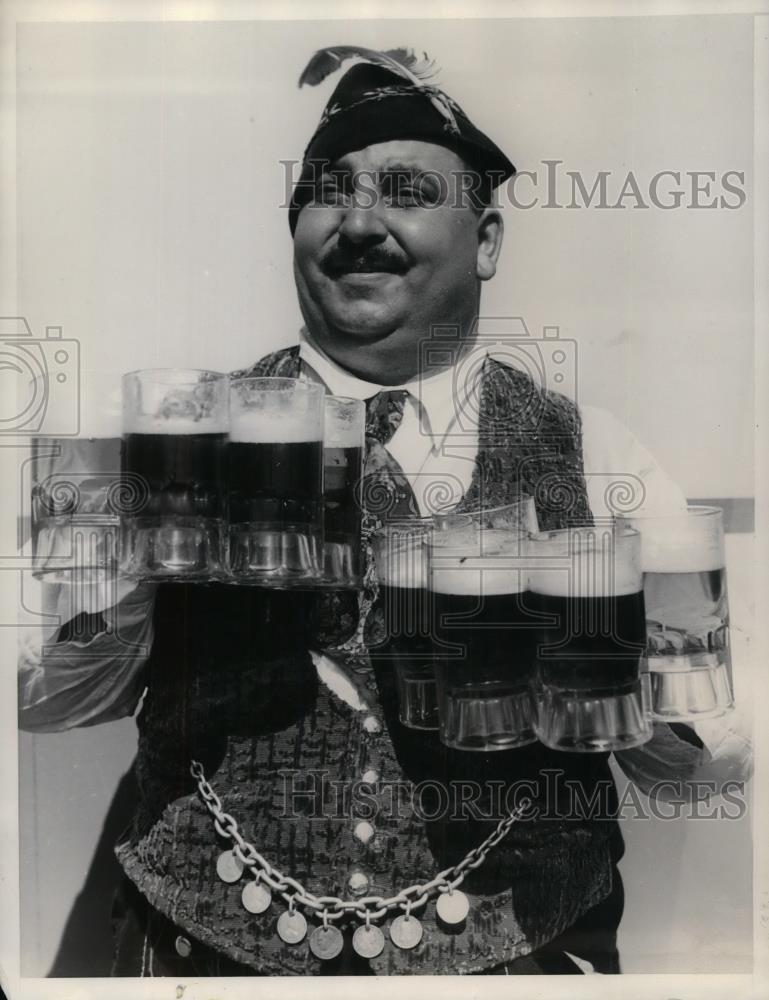 "1935 Press Photo Max Etkorn, singing waiter in ""Bavaria"" - nea33322 - Historic Images"