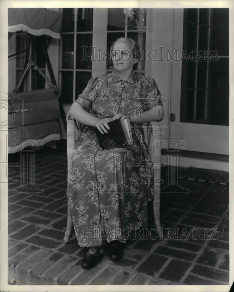 1938 Press Photo Mrs Harry Crosby Sr at her home - nea33831 - Historic Images