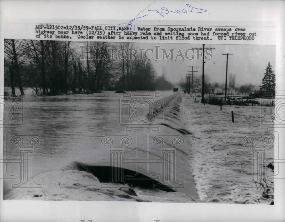1959 Press Photo Water From Snoqualmie River Flood Highway in Fall City