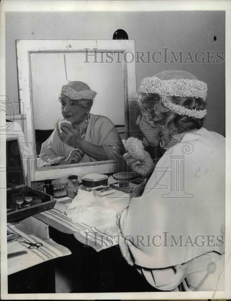 1934 Press Photo Actress May Rosson In Dressing Room At Capitol Theater - Historic Images