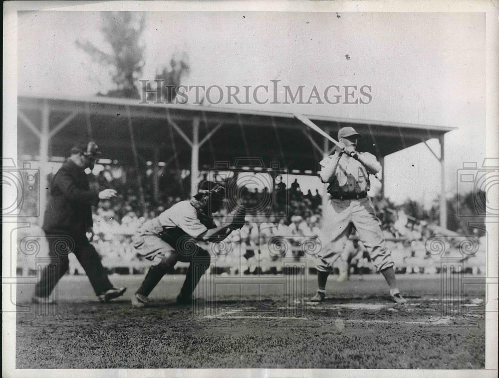 1934 Press Photo Eddie Madjeski Catcher Athletics Strikes Out Hal Schumacher MLB - Historic Images
