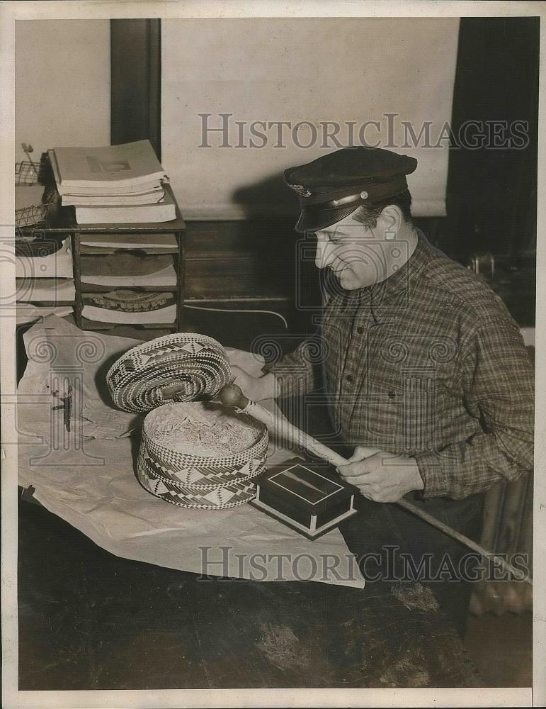 1939 Press Photo Custom Guard R. Roncoli Examines Gift for Mrs. Dorothy Hall - Historic Images