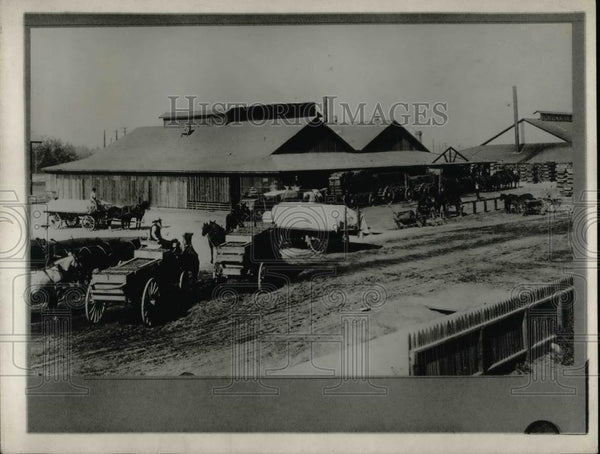 1921 Press Photo Hauling and Storing Raisins in California - nea36856 - Historic Images