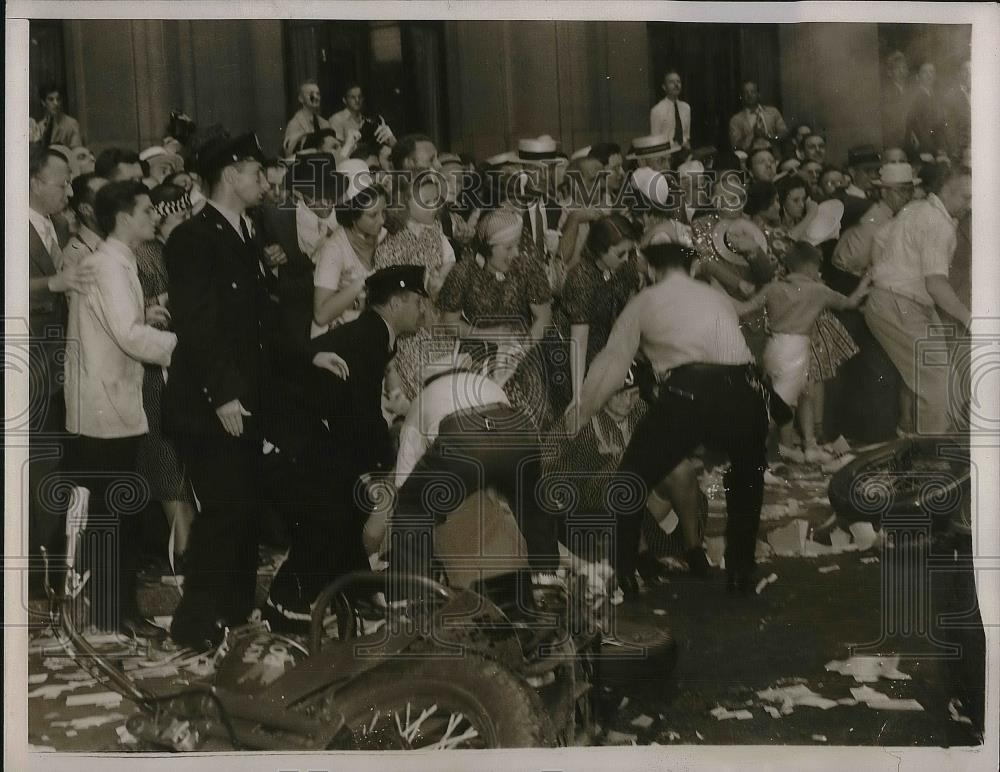 1938 Press Photo Police assisting women after they were bowled over at parade - Historic Images