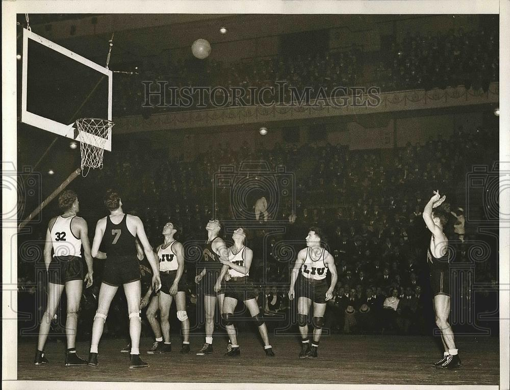 1935 Press Photo College Basketball Game Between Duquesne and LIU - nea42219 - Historic Images