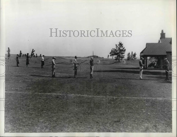 1933 Press Photo Andrew Elisson Wins Mid-Winter Archery Tournament - nea40472 - Historic Images