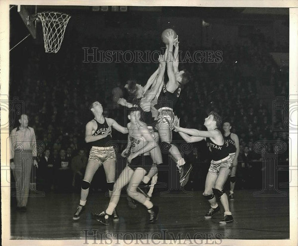 1938 Press Photo Madison Square Garden Basketball Game with Manhattan & Illinois - Historic Images