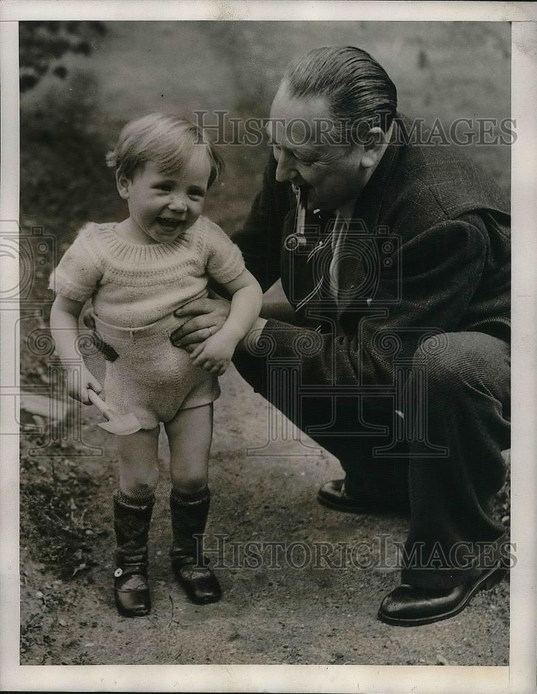1940 Press Photo M. Lhuillier with Son Raymond in France - nea36347 - Historic Images