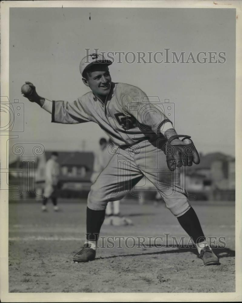 1932 Press Photo Ori Miller Shortstop In Action University Southern California - Historic Images