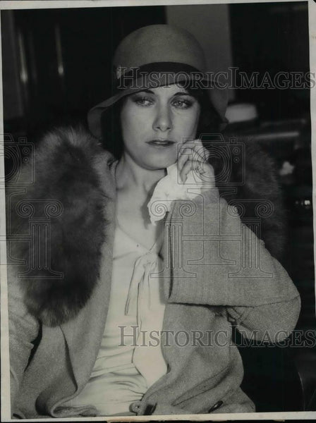 1931 Press Photo Young Lady Posing - nea37622 - Historic Images