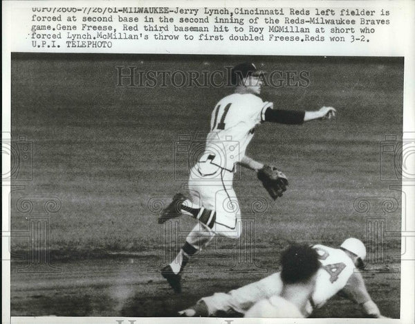 1961 Press Photo Reds Left Fielder Jerry Lynch Forced at Second Base - Historic Images