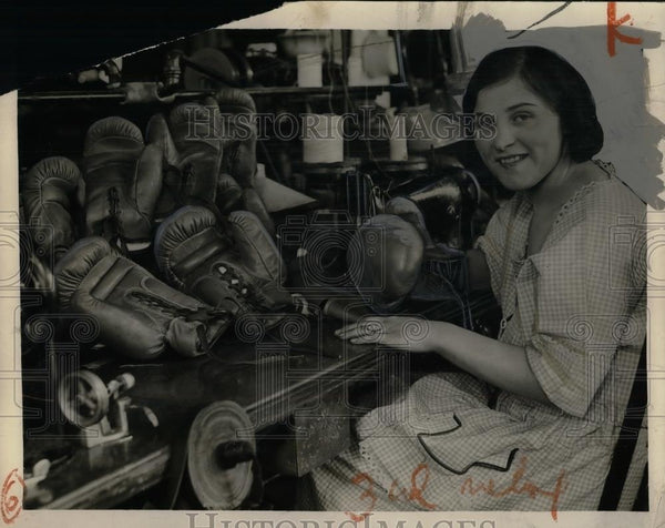 1924 Press Photo Anna Ross Making Boxing Gloves for Champions - Historic Images