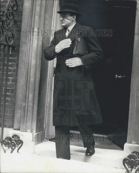 1940 Press Photo Sir John Reith Leauing No 10 Downing Street - Historic Images