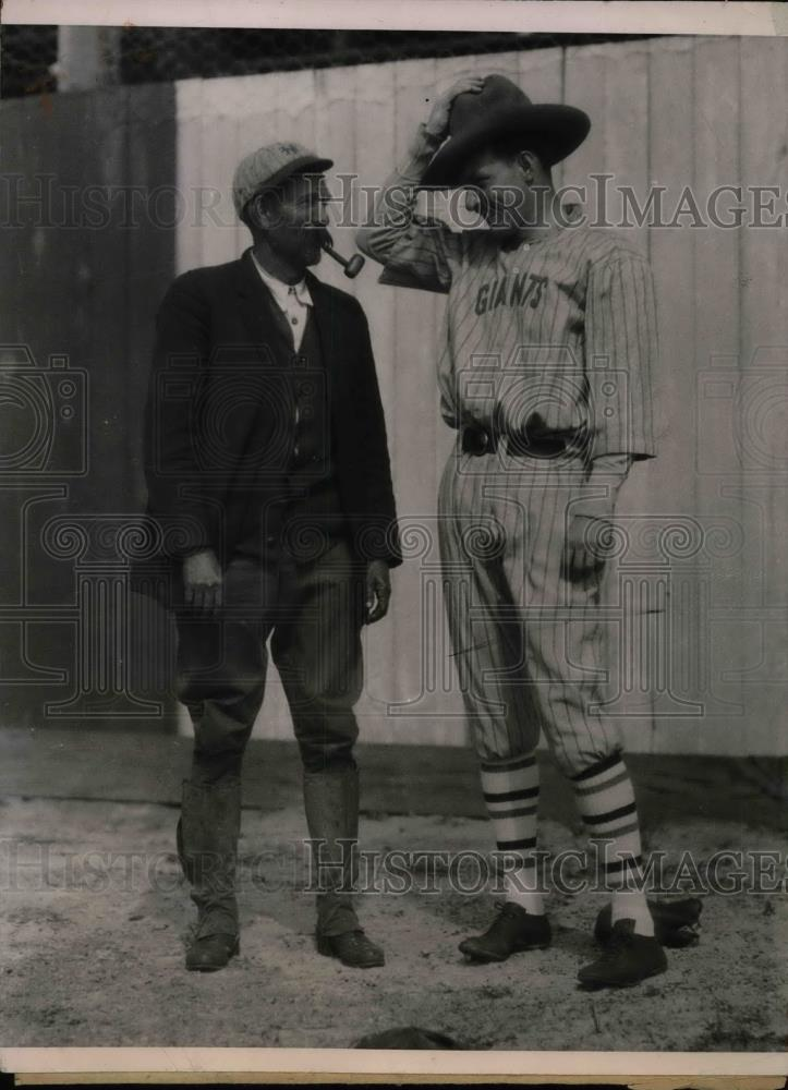 1924 Press Photo Hugh McQuillan and Robert Ford of the New York Giants - Historic Images
