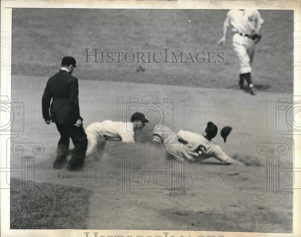 1944 Press Photo Boston Red Sox Catcher Roy Partee & Yankees George Stirnweiss - Historic Images